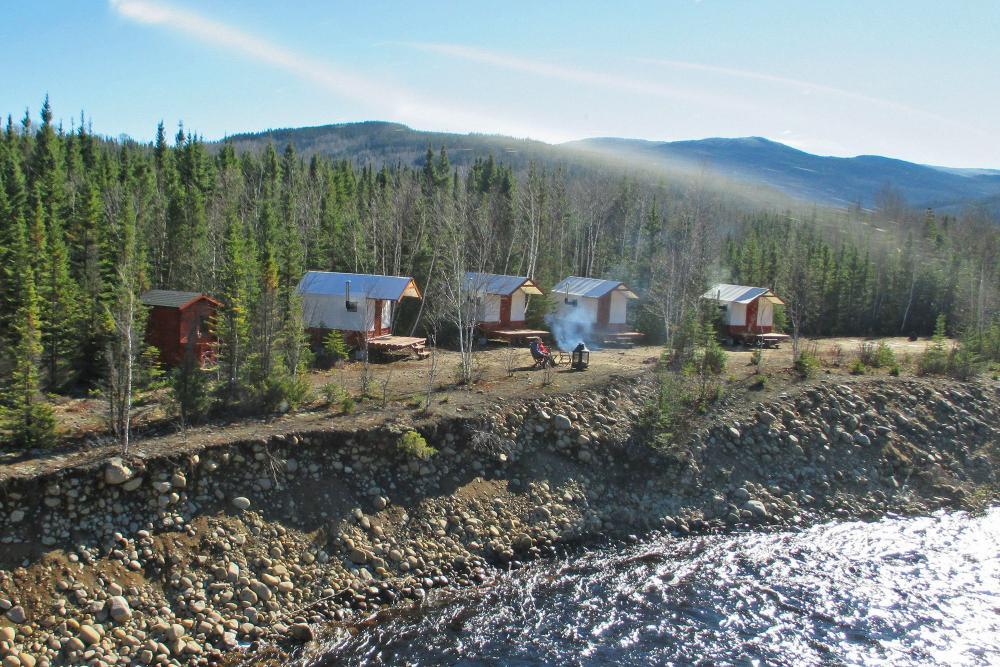 camping de luxe pourvoirie du lac moreau auberge du ravage. Black Bedroom Furniture Sets. Home Design Ideas